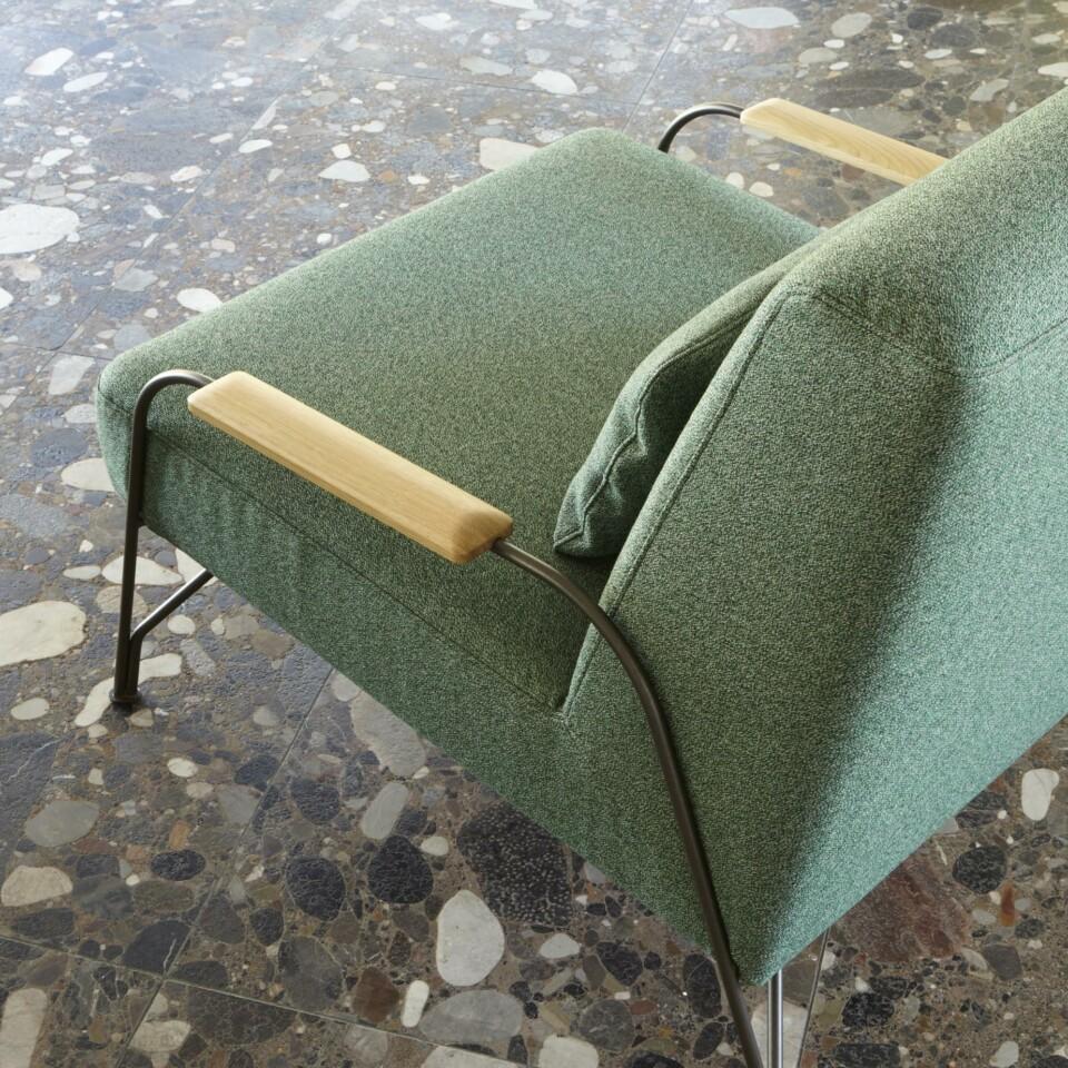 Ligne Roset Humphrey nojatuoli vihreänä