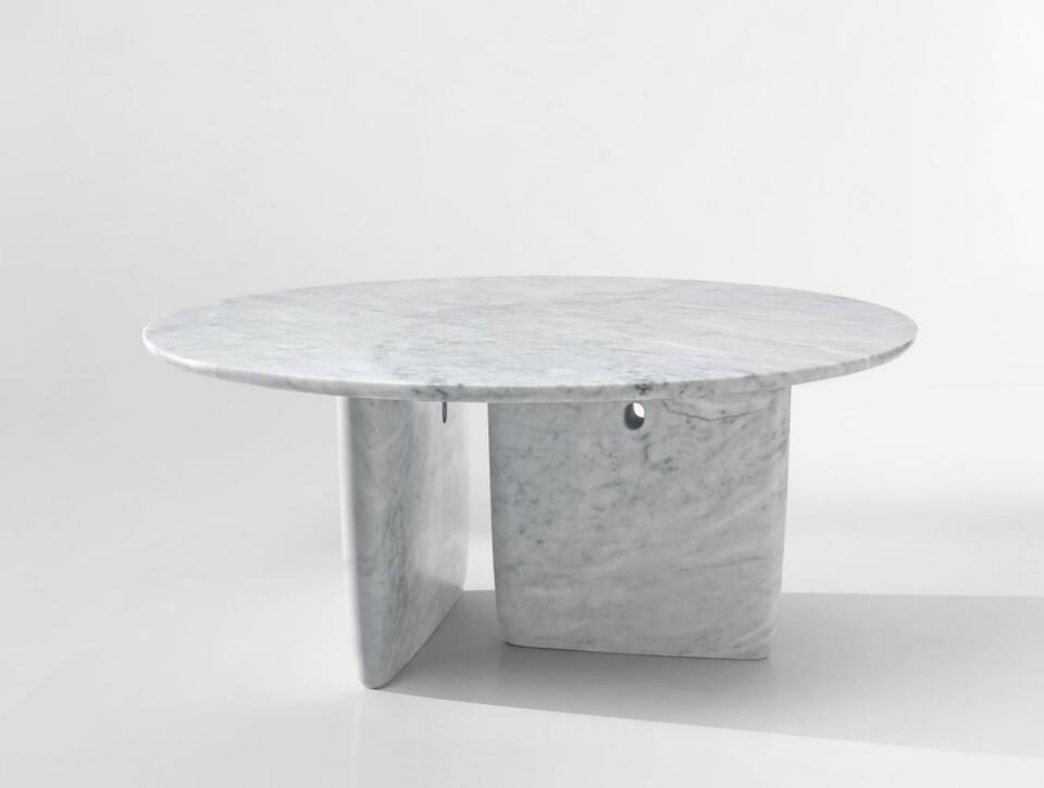 B&B Italia Tobi-Ishi ruokapöytä Carrara marmori