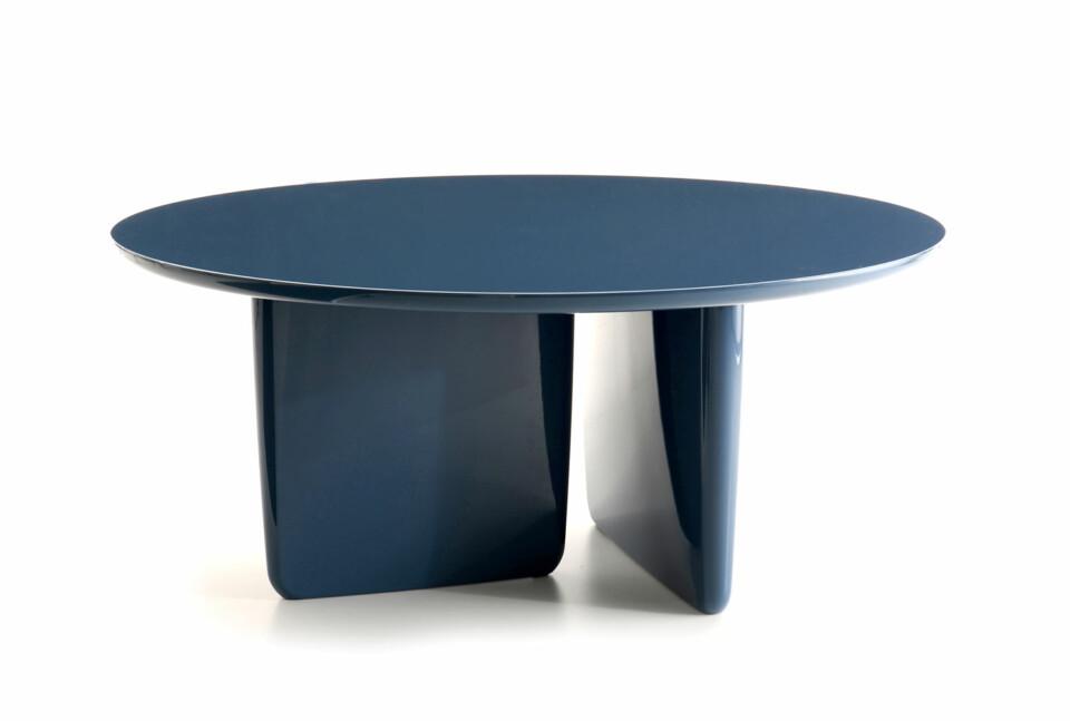 B&B Italia Tobi-Ishi ruokapöytä sininen lakkaus