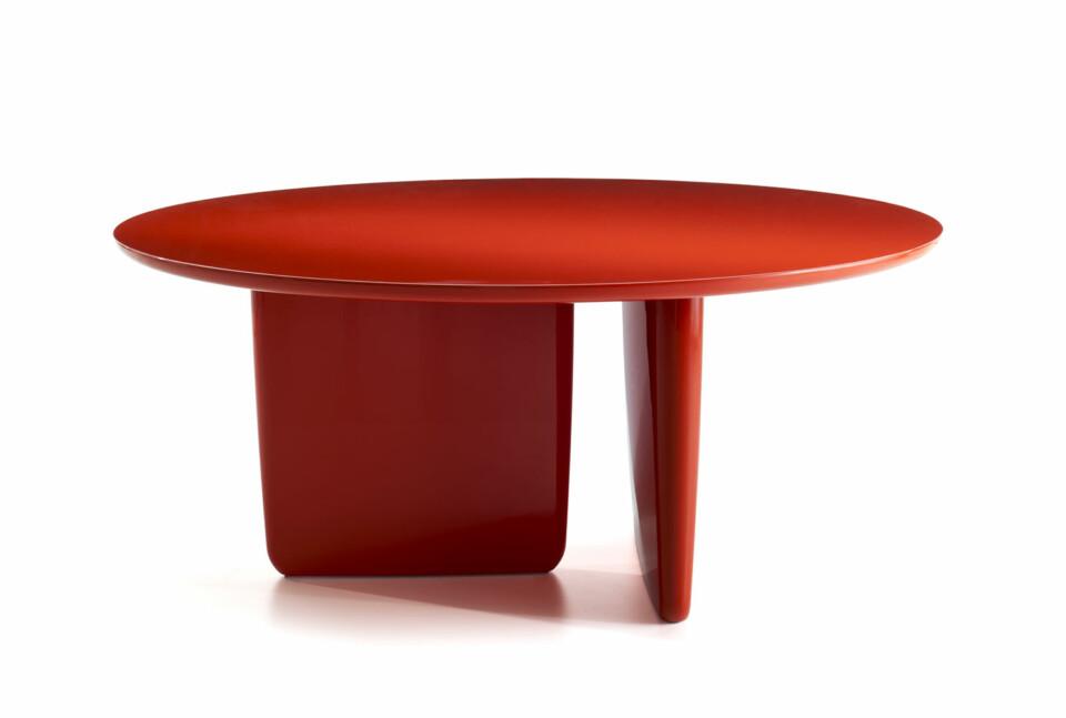 B&B Italia Tobi-Ishi ruokapöytä punainen lakkaus