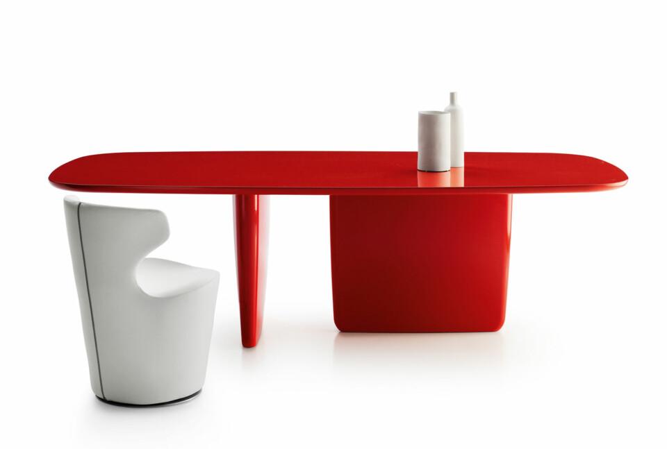 B&B Italia Tobi-Ishi ruokapöytä punainen 240 cm