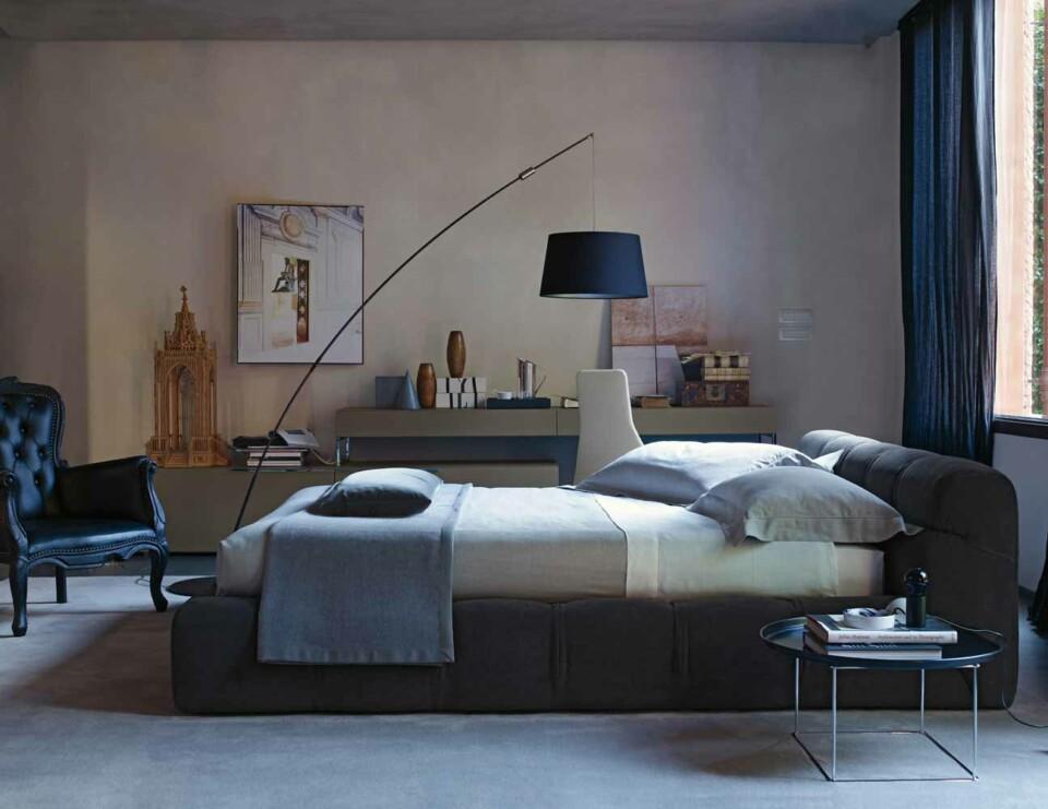 B&B Italia Tufty-Bed sänky harmaa