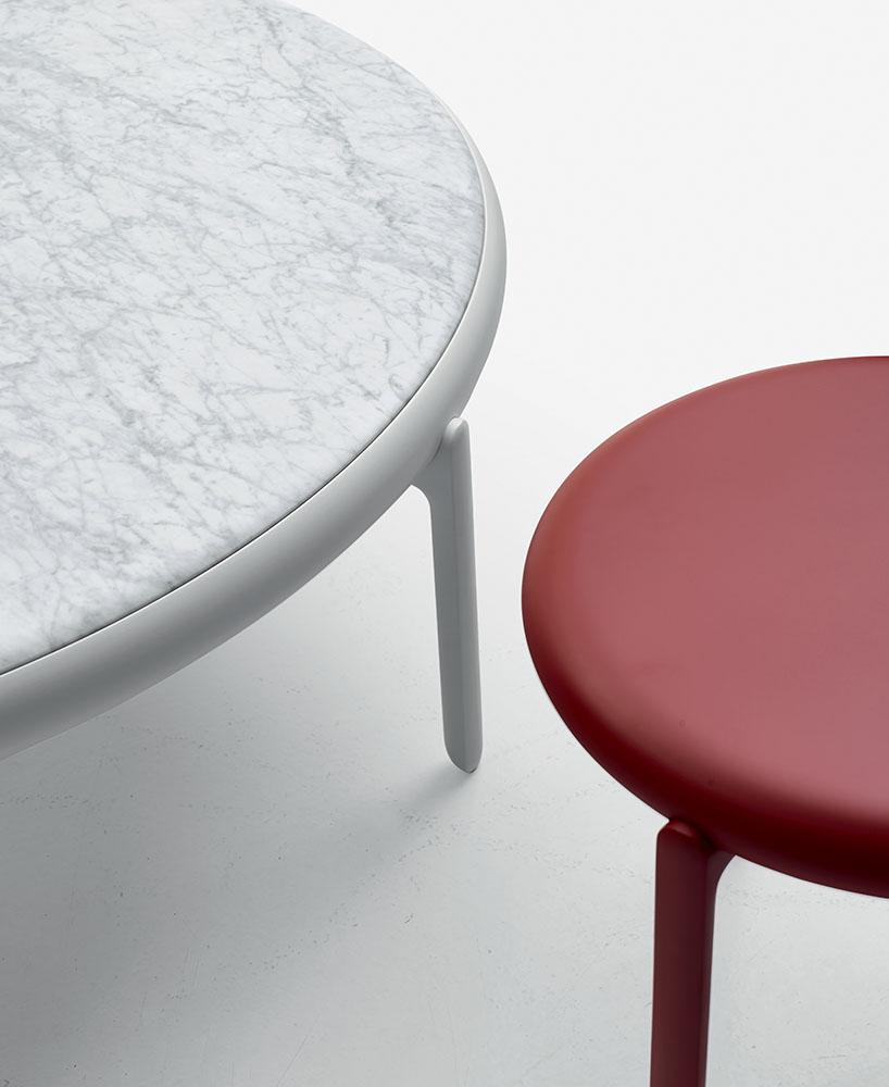 B&B Italia Do-Maru pöytäsarja punainen ja Carrara marmori