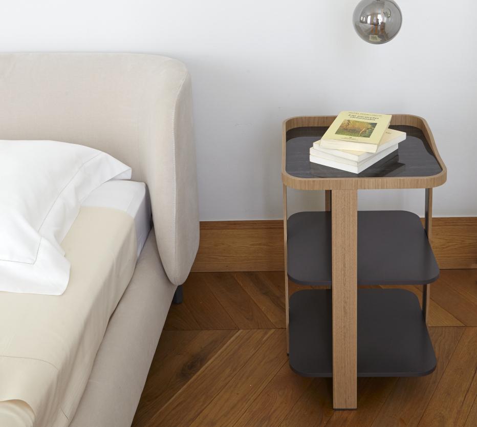 Ligne Roset Postmoderne-yöpöytä, Desdemonde-sänky