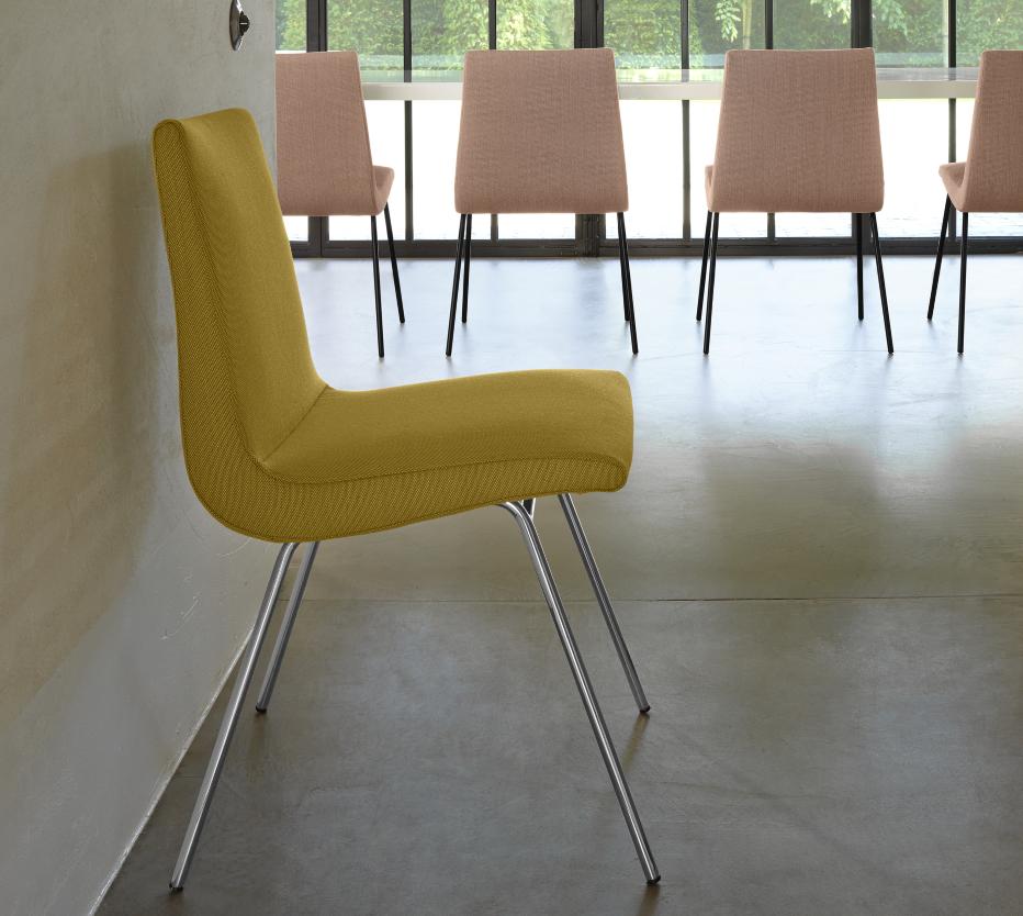 Ligne Roset TV-tuolit metallijaloilla