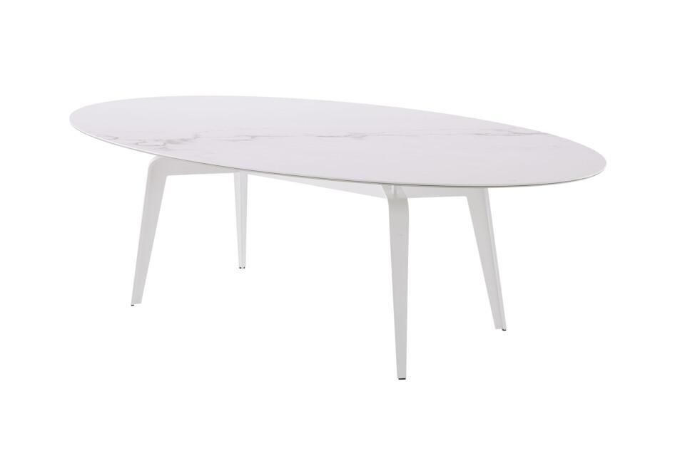 Ligne Roset Odessa ovaali ruokapöytä valkoisilla jaloilla keraamisella kannella