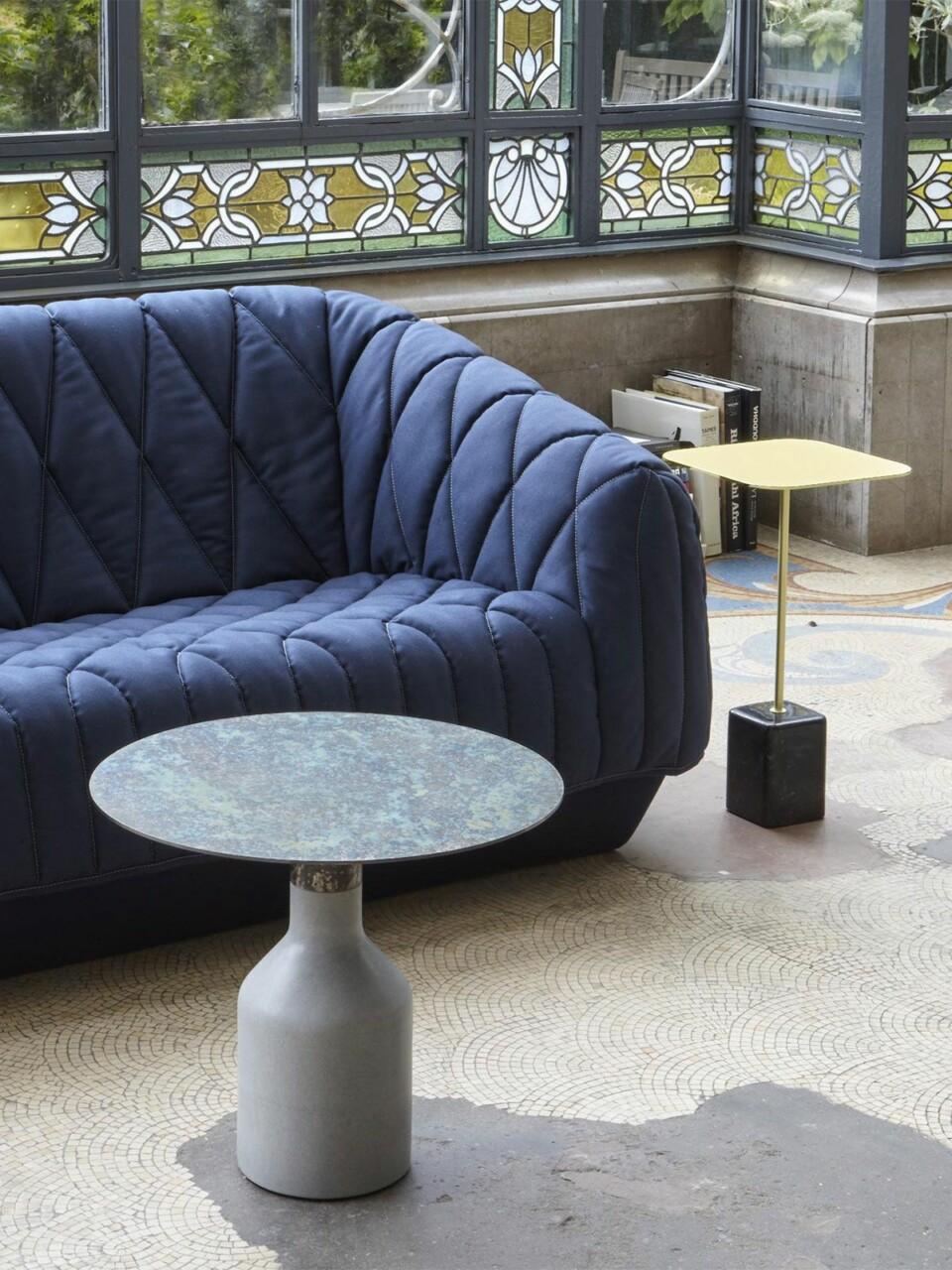 Ligne Roset Oxydation sopii yhteen Cupidon pöydän kanssa, kuvassa myös Cover-sohva
