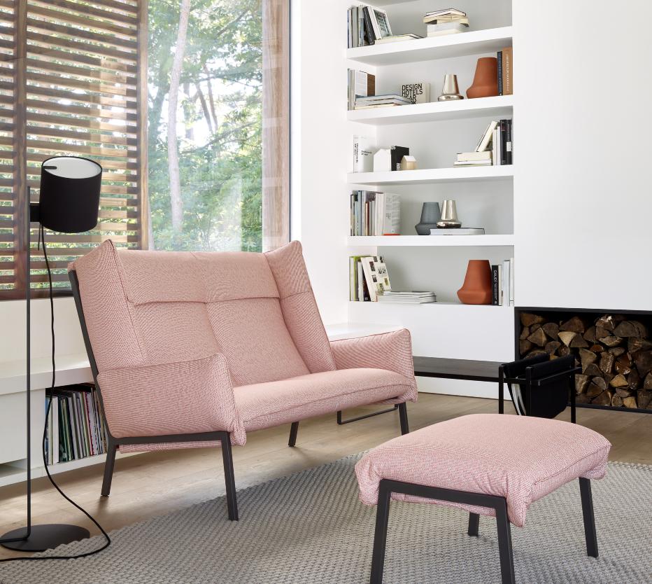 Ligne Roset Beau fixe -sohva ja rahi, Magnet lamp -lattiavalaisin, Oan-maljakot, Soft mag -pöytä ja Rope-matto