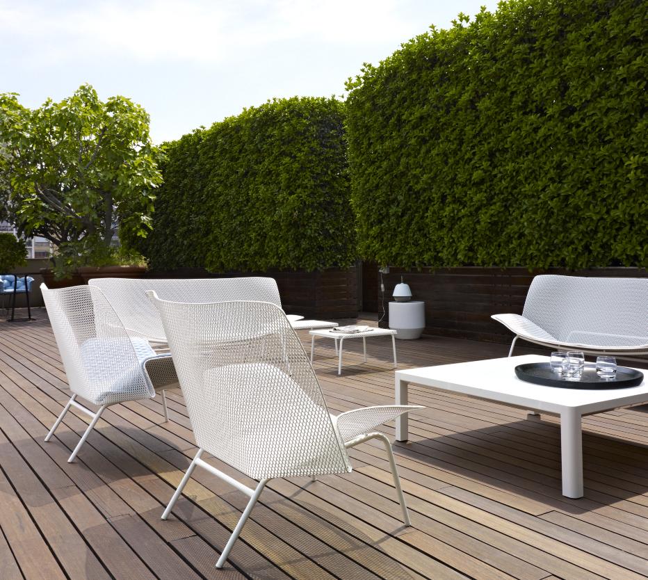 Ligne Roset Grillage-tuolit, Soixante 3 -pikkupöytä