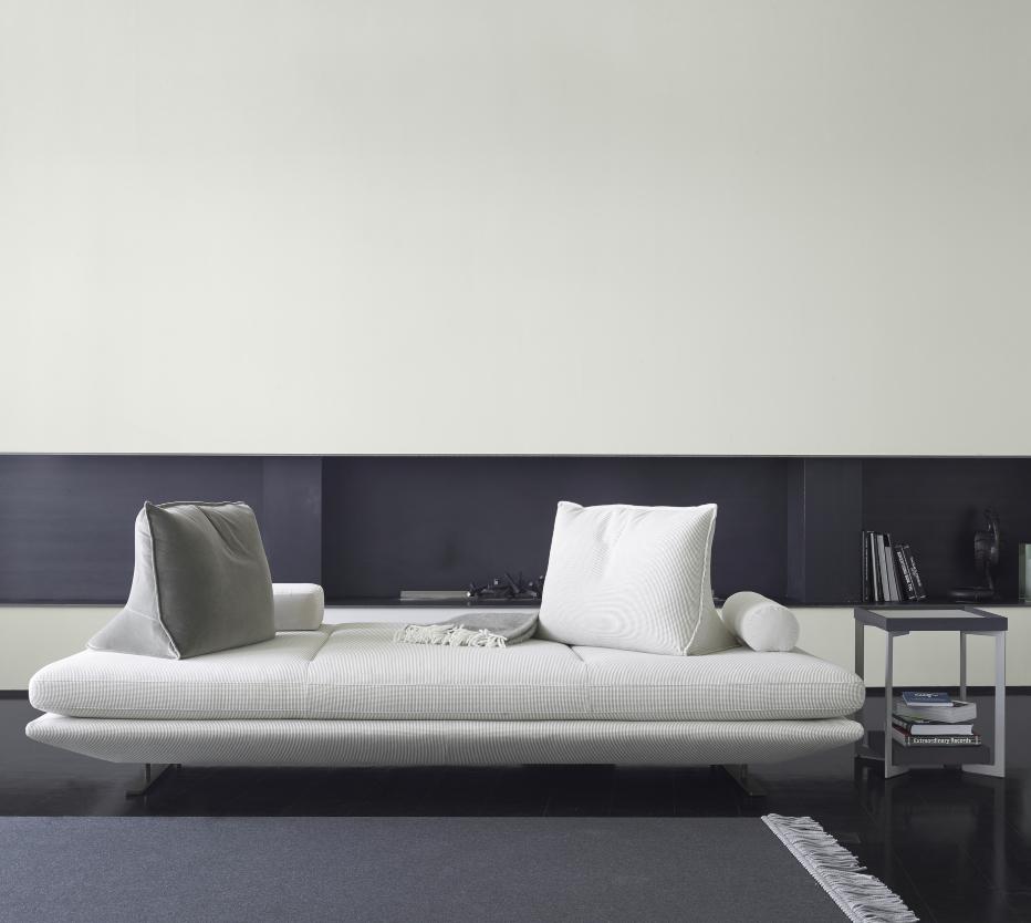 Ligne Roset Prado-sohva ja Estampe-pikkupöytä
