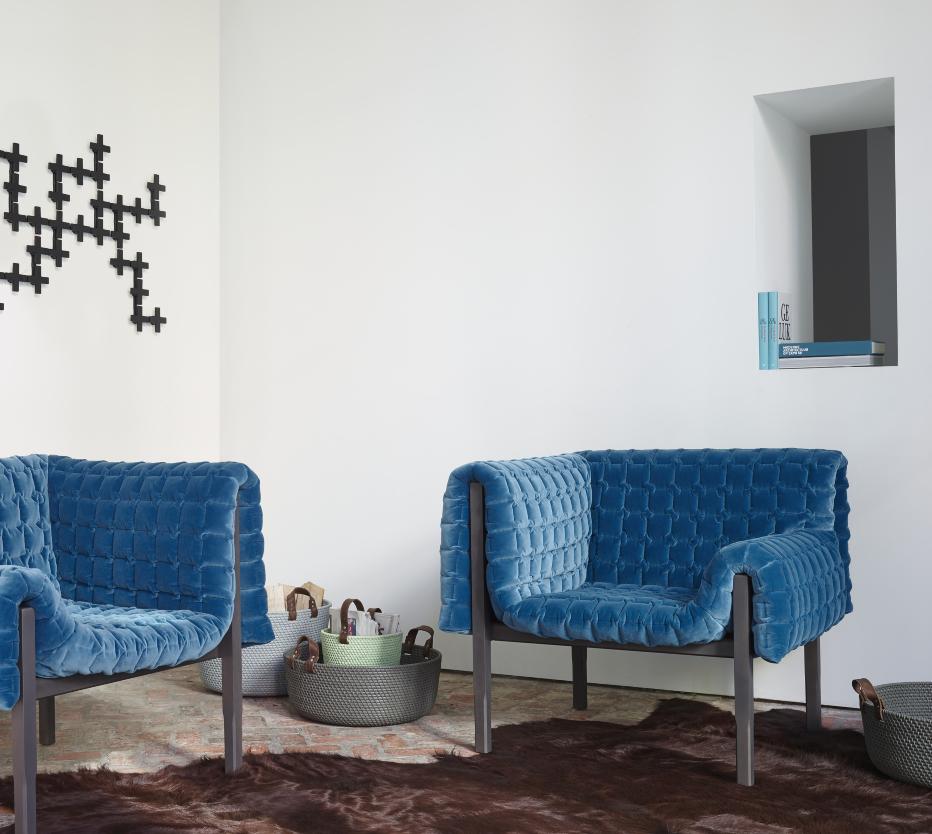Ligne Roset Ruché-sohva, Marguerite-matto, Charmotte-korit