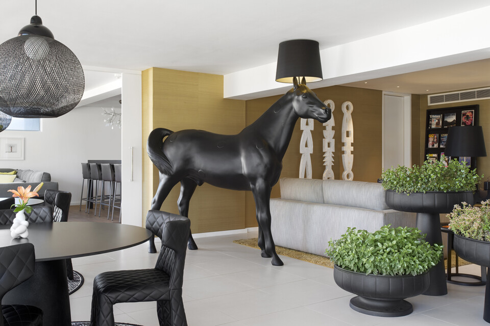 Moooi Horse Lamp lattiavalaisin